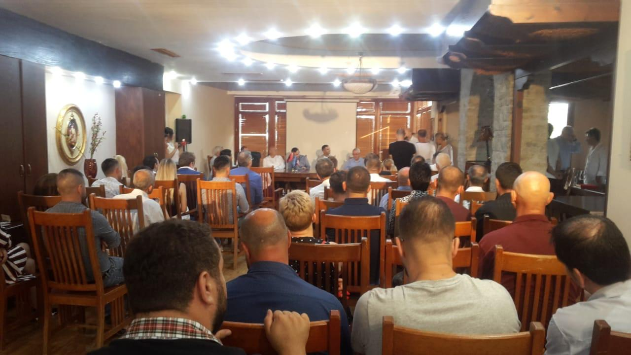 """Ceremonia e dhënies së titullit """"Nderi i Qarkut Elbasan"""", zotit Briken Calja"""